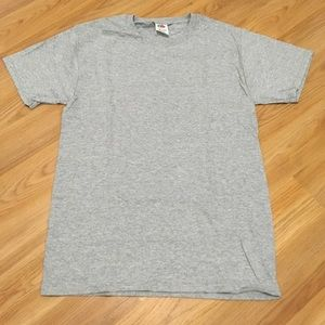 Grey T-shirt, fruit of the loom size adult small
